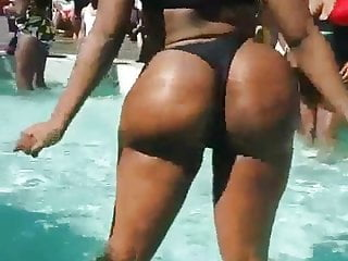 Shake ass 2...