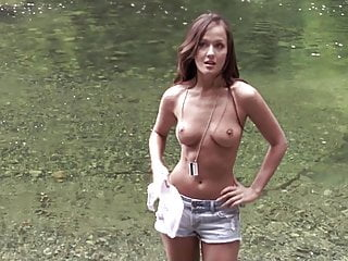 Crystal lowe 039 039 wrong turn 2 dead...