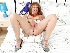 Old mature Pandora works her slit with fingers