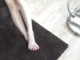 Toe ring and pantyhose