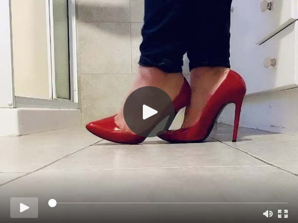 playing in her red stilettos sexfilms of videos