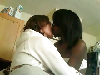Couple kiss in cam...