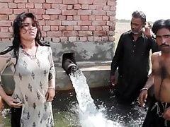 Tubewell Pe Sonia ke Sath Gandi Harkatein