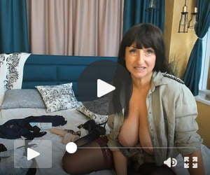 white aussie woman on webcam q's recording 90