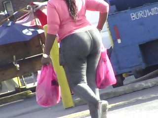 Candids huge ass in tight pants...