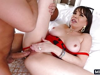 Thick cougar loves fucking...