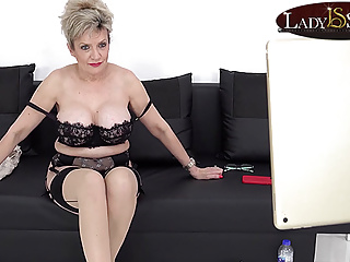 Lady Sonia has some Jerk Off Instructions fun on her live stream