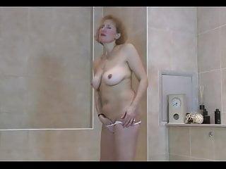 Geile Milf masturbiert heftigst