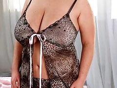Model Profile: Christiane Maxx