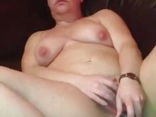 MATURE WELSH WIFE SAMMY FROM RHYL PLAYING WITH HER VIBRATOR