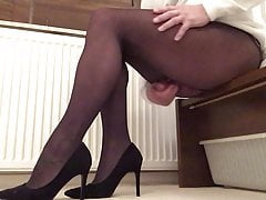 nobody can see i make myself cum in black pantyhose .free full porn