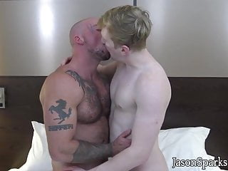 Young guy deepthroats muscly dude before being barebacked...
