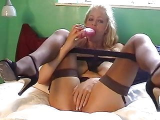 British slut Starr fucks herself on the bed