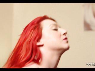 Redhead ha un set gigante di tette