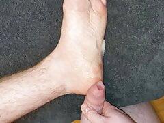 Massive Cumshot On My Foot !