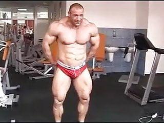 Str8 bodybuilder massive flexing...