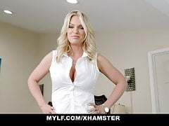 Big Titted Milf Rachael Cavalli Shows Off Her Curves