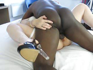 Black dude cumming in white pussy...