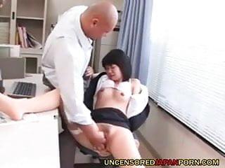 未經審查日本色情兩個AV偶像服務sugardaddy