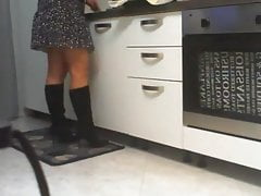 spying on mom in the kitchen  homemade amateur videoPorn Videos
