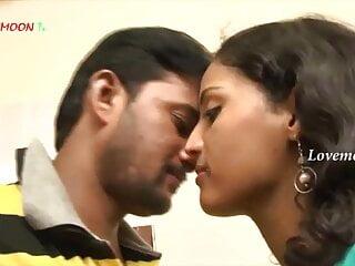 Hot telugu aunty lip kiss and hardcore sex...
