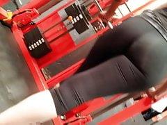 Culazo con transparencia en el gym P1