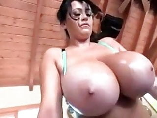 Leanne amazing huge natural tits gym workout