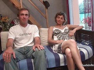 Coppia francese amatoriale che fa sesso davanti alla nostra macchina fotografica