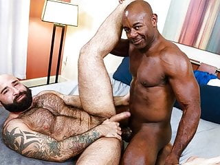 Can 039 t get enough of aaron trainer...