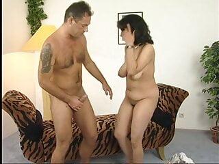 Putzfrau mit dicken wackeltitten