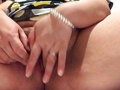MILF masturbation in dresiing room