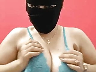 Arab big tits Hayam showing on live chat app 1 – Darkegy